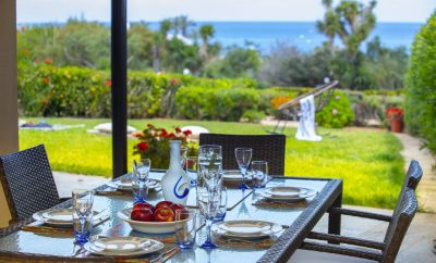 4 спальная вилла СИРИНА ВАТЕРФРОНТ с роскошным садом на берегу моря в уютном районе Айя-Триада