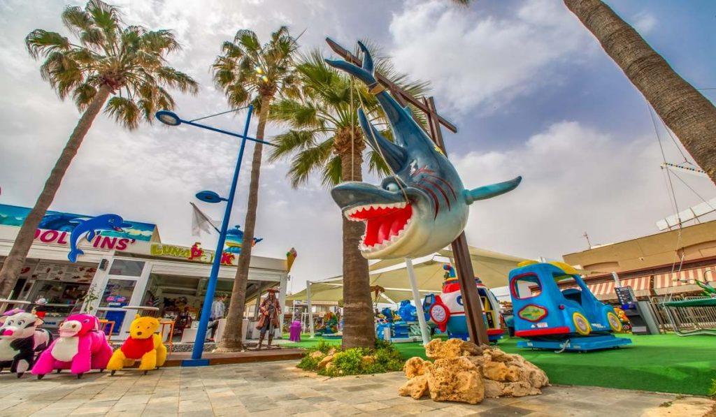 Dolphin Lunapark