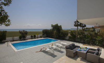 Вилла ИРИС на побережье Средиземного моря, всего в нескольких шагах от кромки воды